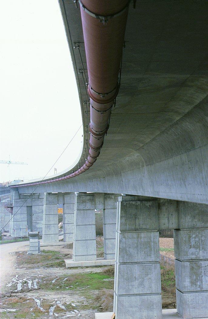 Pose en passage de pont - canalisations en fonte ductile - Saint-Gobain PAM